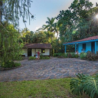 vista desde la entrada muy cerca de la casa del cafe, al centro la casa de las historias locales