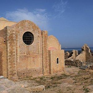 Археологический раскопки у Собора Святых апостолов Петра и Павла