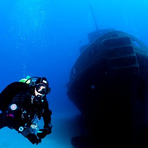 Diving the Rozi Wreck