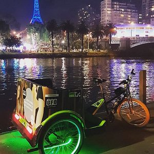 See it all in Melbourne from a Green Cab