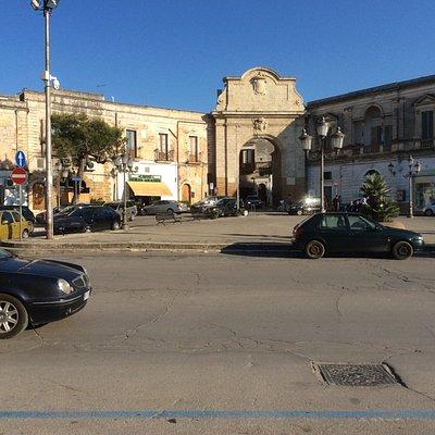 Porta Grande, en links Bar Caffe Porta Grande , sympathieke uitbaters en pure nostalgie.