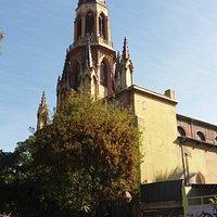 Santiago de Chile. Iglesia Monasterio de Adoración del Santísimo Sacramento. Vista frontal.