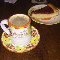 Café con cheesecake