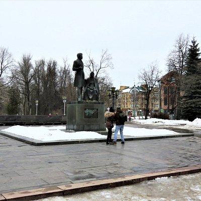 Псков. Памятник Пушкину и Арине Родионовне.