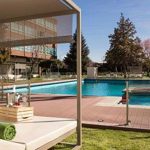 Outdoor Pool (summer season)