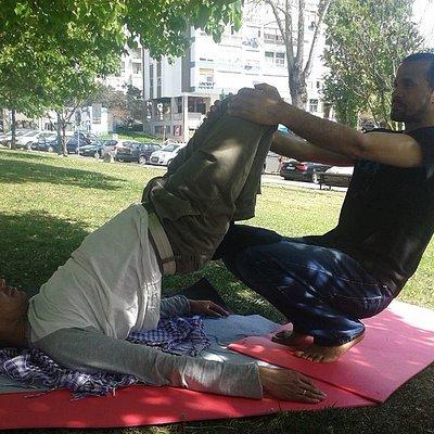 Thai Yoga massagem é conhecida como nuad boran com mais de 2500 anos de tradição.