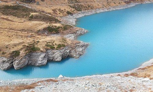 Le bout du lac près du Glacier. Un bleu superbe que l'on n'oublie pas.