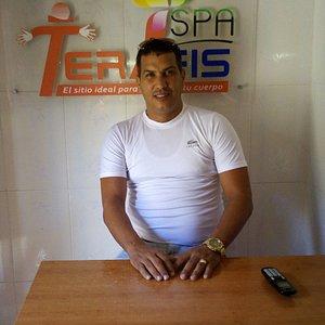 Dr. Orestes Rosales, Leiter von Terafis SPA, bildet seit vielen Jahren Physiotherapeuten aus