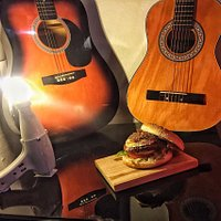 THE goats cheese burger and its succulent french confit d'oignons for rock'n'roll people !