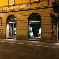 Farmacia Zanotti by night