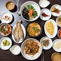 찰보리밥 정식 (Bibimbap d'hote)
