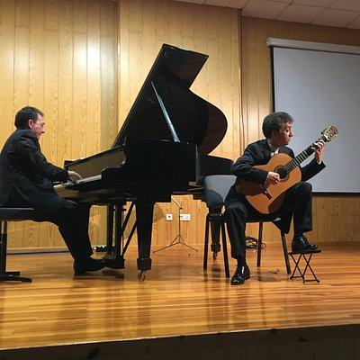 2 broers, een piano, een gitaar: prachtige muziek