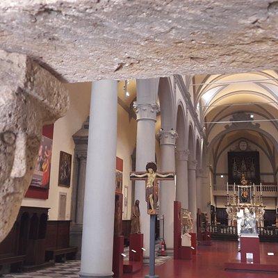 l'interno della chiesa di Sant'Agostino a Volterra