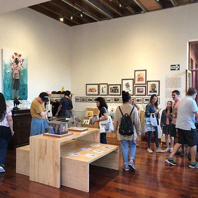 foto durante el open estudios en el distrito de Barranco