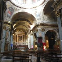 Conosciuta più come duomo, interessante esempio di chiesa a croce latina