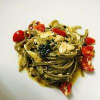 Un piatto della casa: spaghetti alla gallinella e agrumi