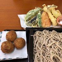 天ぷらもりそばとコロッケ