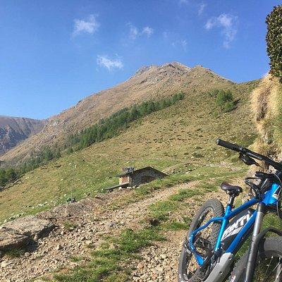 Rifugio Griera ai piedi del monte Legnone