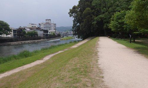 亀山公園内と庄手川