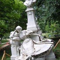 La sculpture sur son socle