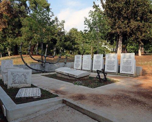 Monumento en recuerdo del cementerio destruido