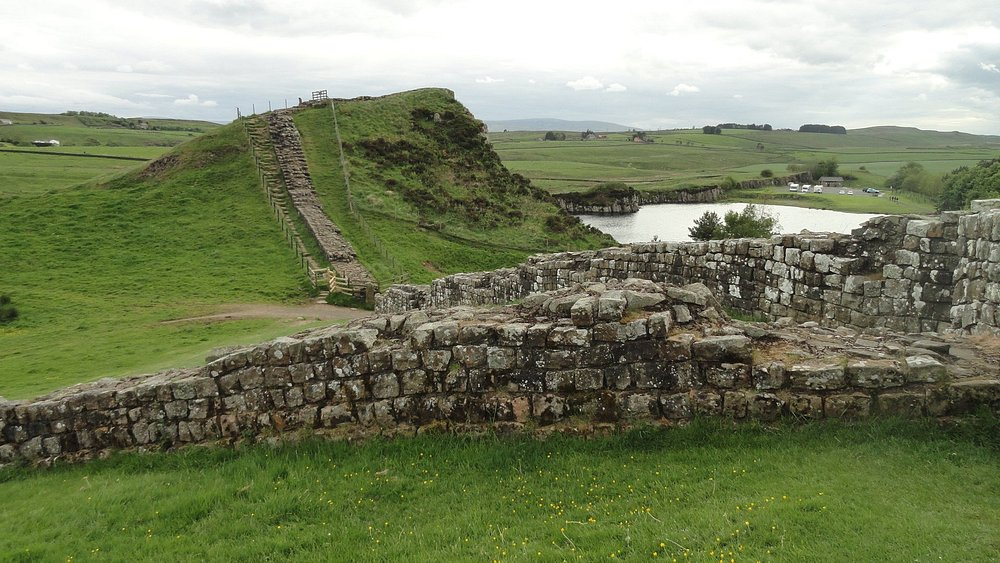 Hadrian's Wall & flooded quarry