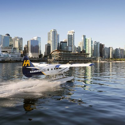 Otter seaplane on the water in Coal Harbour