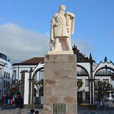 Estatua Goncalo Velho Cabral