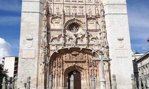 Iglesia de San Pablo. Una de las joyas artísticas de Pucela. Un retablo en piedra que alucina