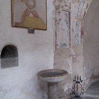 Interno ed affreschi