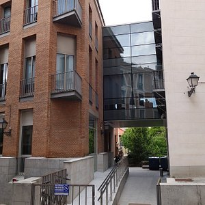 Other entrance from Calle del Rollo, just on the bend, walk under the glass office bridge