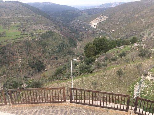 Vista del parco dal belvedere di Monterosso Almo
