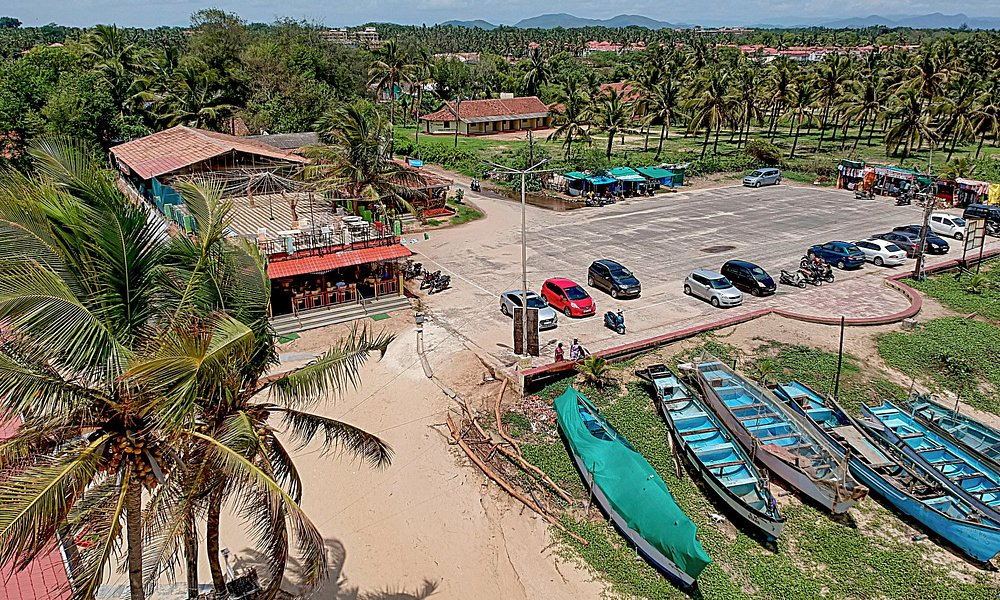 Drone view of car park and restaurant area.