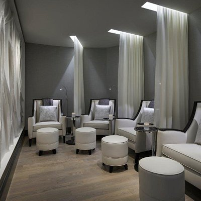 Experience calm in our relaxation room as you await the next step of your spa journey.