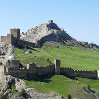 Вид на крепость с холма