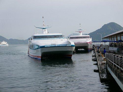 松山港からの大型の船が到着しました