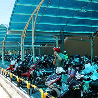 Стоянка мотоциклов Lotte Mart