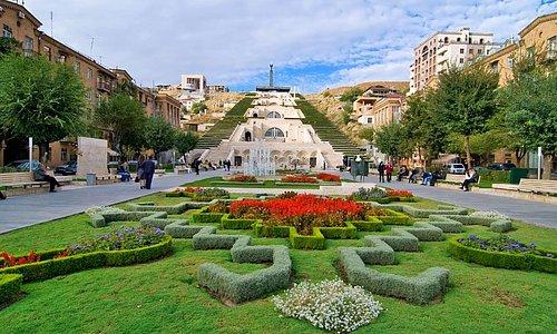 Каскад – это своеобразное украшение города в виде оригинальной архитектурной композиции.