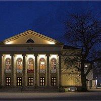 Theater bei Nacht