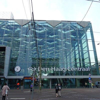 Den Haag Centraal uit 1973; modernisering in 2016