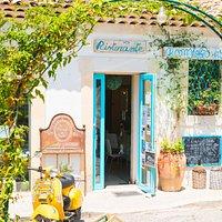Dal 2008i a Donnalucata il ristorante fondato sulla felicità. Our mission is your happiness.
