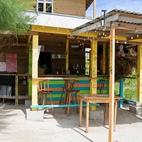 kitchen- brings food to beach or dine grill side