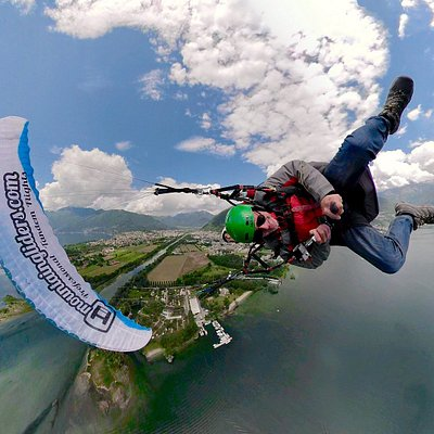 Enjoy acrobatic paragliding flights at the Delta of the Maggia river