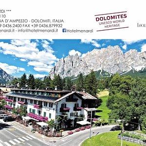 Un'oasi di eleganza e classe in un panorama mozzafiato come solo Cortina d'Ampezzo sa offrire.