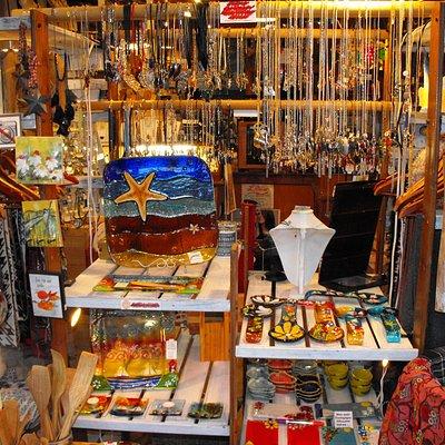Intérieur de la boutique Verre & Bulles, fabrication d'environ 180 produits différents sur place