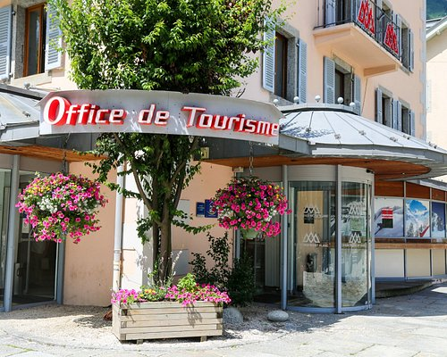 L'entrée de l'Office de Tourisme du village de Chamonix