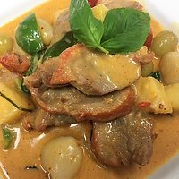 Gaeng Ped Roast duck with red curry