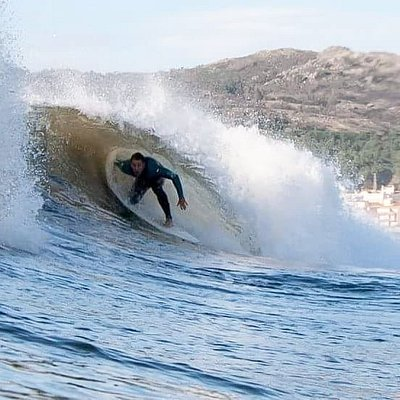 Surf lessons and Best Surf Experience.