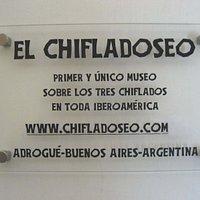 El cartel de bienvenida del museo.