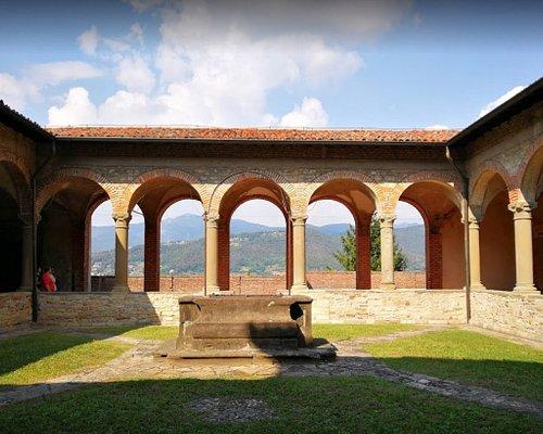 Il chiostro inferiore del Convento di San Francesco